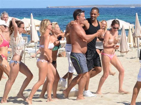 Will Smith Followed by Topless Woman (and Man) Seeking