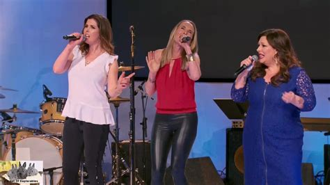 """Wilson Phillips Sings """"Hold On"""" on FINALE Celebrity"""