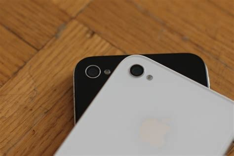 Daily Tip: How to quickly turn your iPhone 4 LED flash