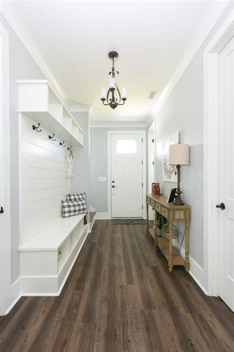 15 Farmhouse Entry Hall Designs That Will Give You A Warm