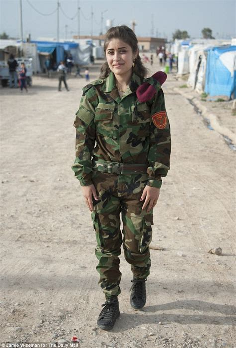 ISIS-fighting female Kurdish soldiers refusing to fight